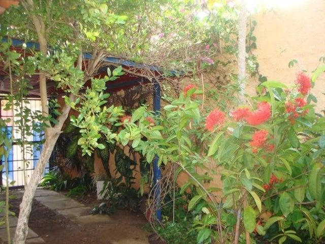 Casa Nueva Esparta>Margarita>Guacuco - Venta:3.395.000.000 Bolivares - codigo: 15-9568