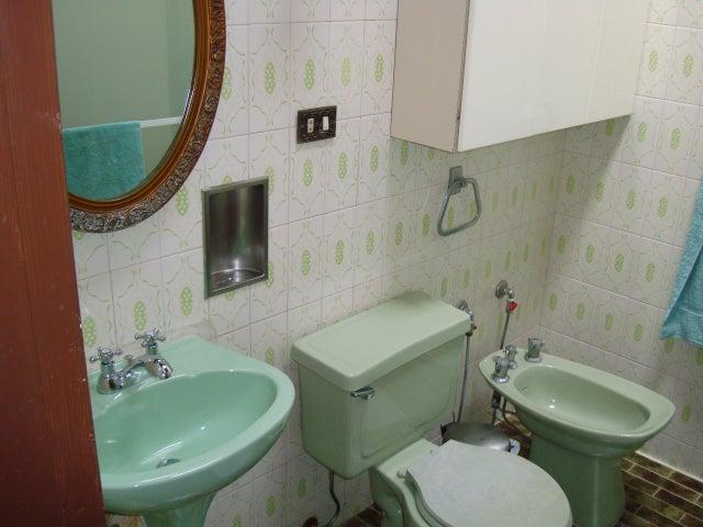 Casa Distrito Metropolitano>Caracas>Macaracuay - Venta:1.367.442.000.000 Precio Referencial - codigo: 15-9470