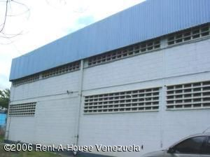Galpon - Deposito Miranda>Santa Lucia>Santa Lucia - Venta:180.000 Precio Referencial - codigo: 15-9499
