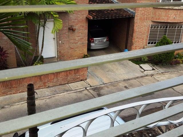 Townhouse Carabobo>Valencia>Guataparo - Venta:22.000.000.000 Bolivares - codigo: 15-9551