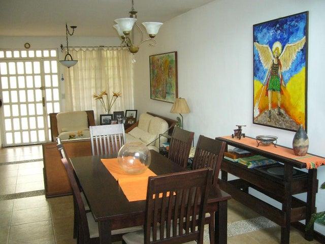 Townhouse Nueva Esparta>Margarita>El Paraiso - Venta:90.000 Precio Referencial - codigo: 15-9742