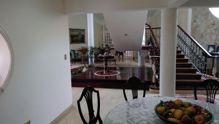 Casa Distrito Metropolitano>Caracas>San Luis - Venta:130.840.000.000 Bolivares - codigo: 15-9821