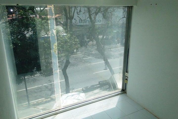 Oficina Distrito Metropolitano>Caracas>El Rosal - Venta:43.743.000.000 Bolivares - codigo: 15-9855