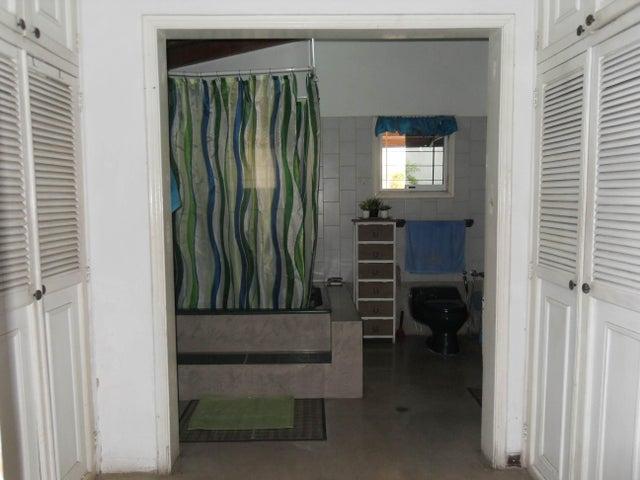 Casa Carabobo>Valencia>Altos de Guataparo - Venta:0 Bolivares - codigo: 15-9723