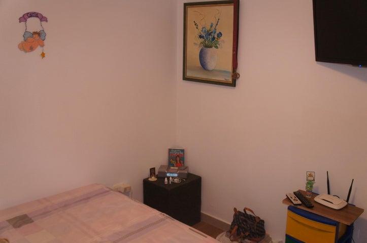 Apartamento Distrito Metropolitano>Caracas>El Encantado - Venta:20.369.000.000 Bolivares Fuertes - codigo: 15-10011