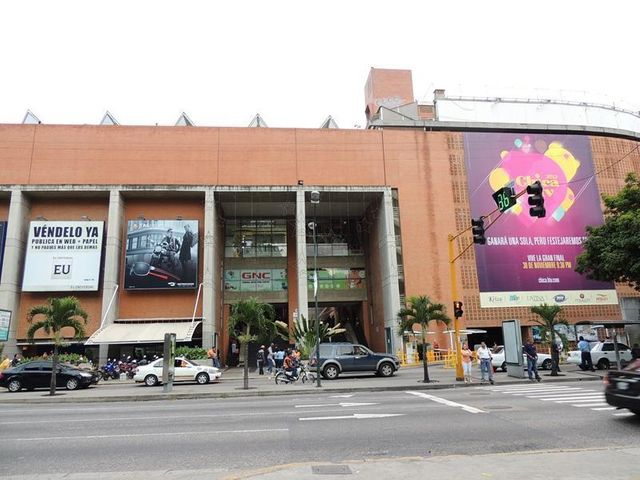 Local Comercial Distrito Metropolitano>Caracas>El Cafetal - Venta:196.117.000.000 Bolivares - codigo: 15-10062