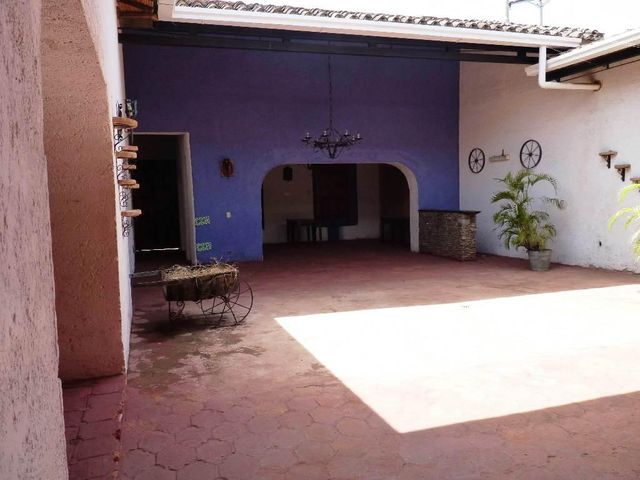 Local Comercial Aragua>La Victoria>Centro - Venta:5.769.000.000 Bolivares - codigo: 15-10072