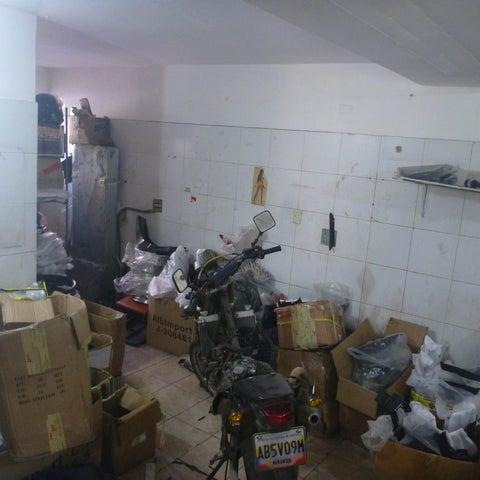 Local Comercial Distrito Metropolitano>Caracas>La Urbina - Venta:19.175.000.000 Bolivares - codigo: 15-16585