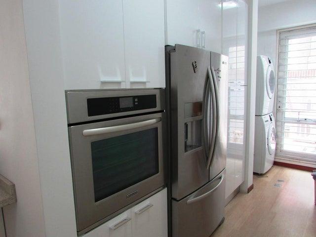Apartamento Distrito Metropolitano>Caracas>Lomas de Las Mercedes - Venta:270.703.000.000 Bolivares Fuertes - codigo: 15-10175