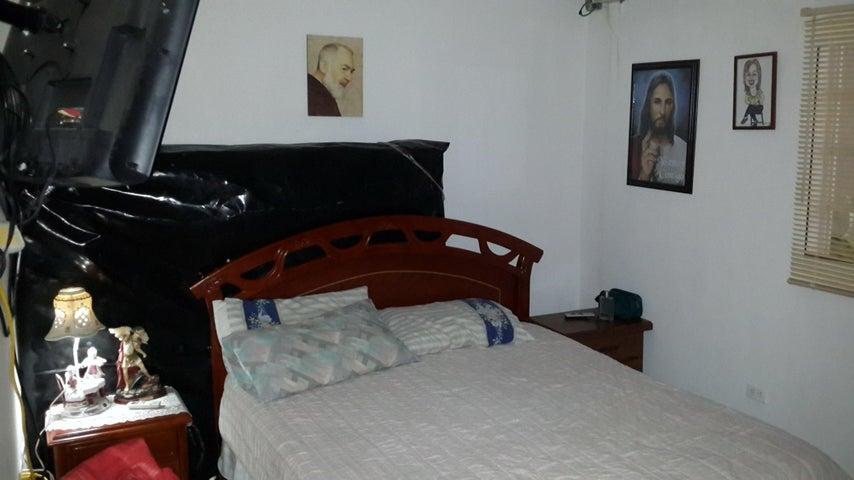 Casa Falcon>Punto Fijo>San Rafael - Venta:3.000.000.000 Bolivares - codigo: 15-10228