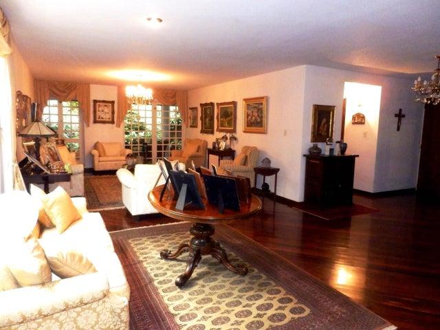 Casa Distrito Metropolitano>Caracas>Santa Marta - Venta:87.907.000.000 Bolivares - codigo: 15-10288