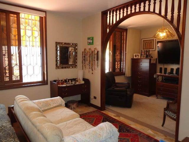Casa Distrito Metropolitano>Caracas>Colinas de Santa Monica - Alquiler:2.795.000.000 Precio Referencial - codigo: 15-10348