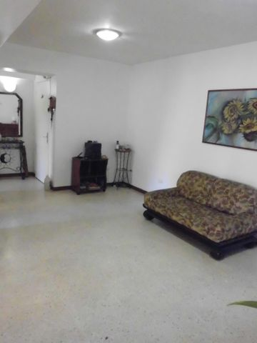 Apartamento Distrito Metropolitano>Caracas>Prado Humboldt - Venta:26.603.000.000 Bolivares Fuertes - codigo: 15-10539