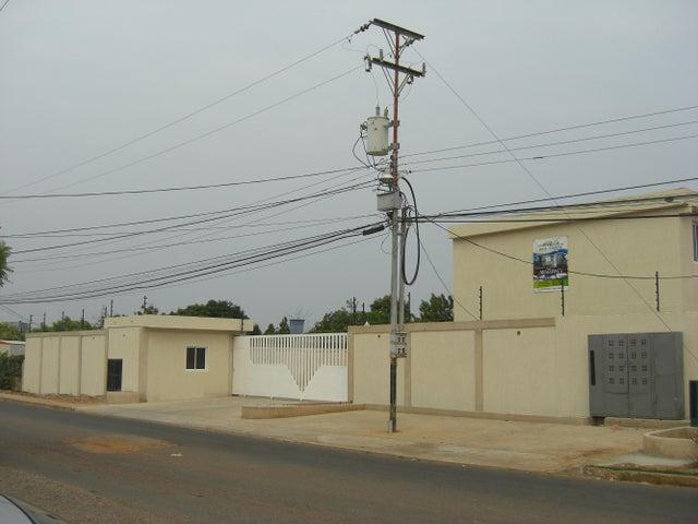 Townhouse Zulia>Ciudad Ojeda>La 'L' - Venta:4.619.000.000 Bolivares - codigo: 15-10582