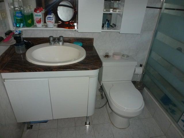 Apartamento Distrito Metropolitano>Caracas>La Trinidad - Venta:60.000 Precio Referencial - codigo: 15-11240