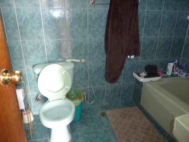 Casa Distrito Metropolitano>Caracas>Los Palos Grandes - Venta:104.100.000.000 Bolivares - codigo: 15-10917