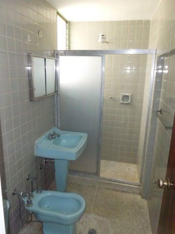 Apartamento Distrito Metropolitano>Caracas>Los Chaguaramos - Venta:15.037.000.000 Bolivares Fuertes - codigo: 15-10991