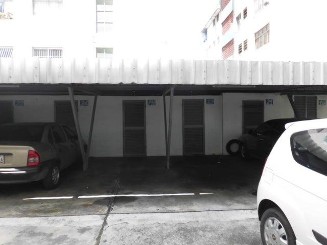 Apartamento Distrito Metropolitano>Caracas>Los Chaguaramos - Venta:65.000 Precio Referencial - codigo: 15-10991