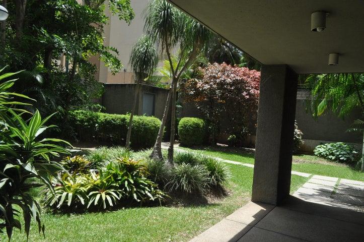 Apartamento Distrito Metropolitano>Caracas>Terrazas del Avila - Venta:152.681.000.000 Precio Referencial - codigo: 15-11034