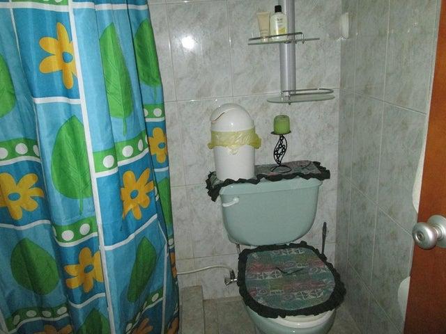 Apartamento Miranda>Guarenas>Nueva Casarapa - Venta:13.436.000.000 Precio Referencial - codigo: 15-11289