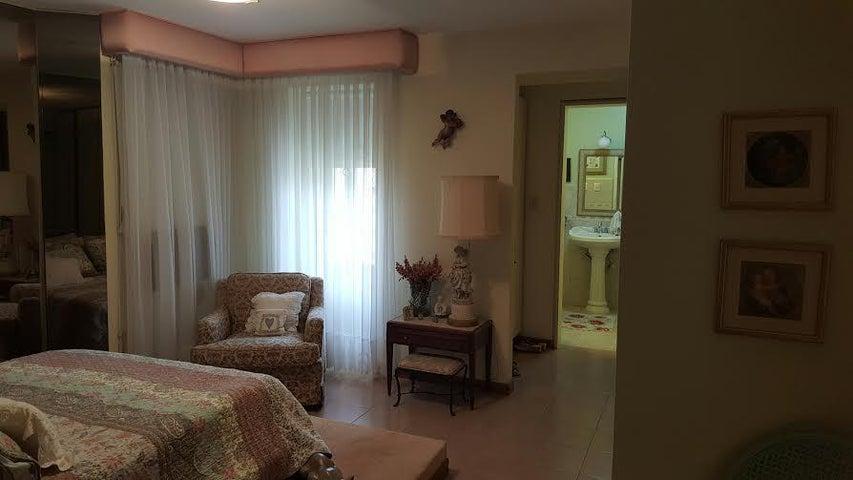Apartamento Distrito Metropolitano>Caracas>Lomas de Prados del Este - Venta:159.630.000.000  - codigo: 15-11583