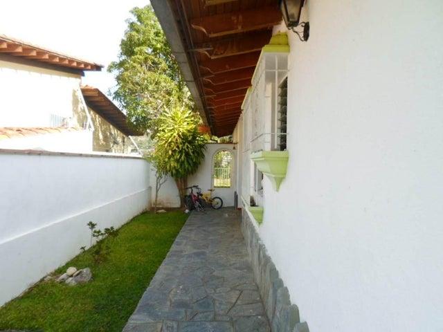 Casa Distrito Metropolitano>Caracas>Santa Paula - Venta:239.497.000.000 Precio Referencial - codigo: 15-11736