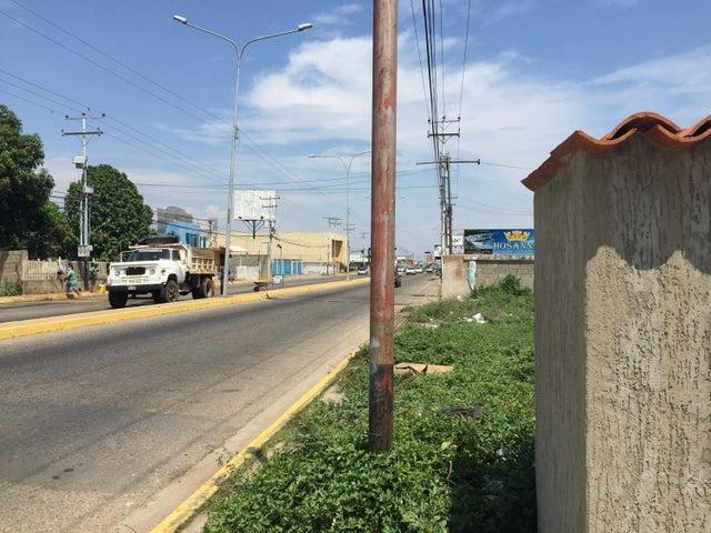 Terreno Zulia>Ciudad Ojeda>Cristobal Colon - Venta:25.000 Precio Referencial - codigo: 15-14367