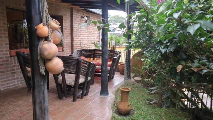 Casa Distrito Metropolitano>Caracas>La Union - Venta:69.903.000.000 Precio Referencial - codigo: 15-11911