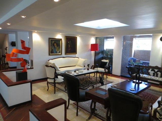 Casa Distrito Metropolitano>Caracas>Prados del Este - Venta:638.520.000.000 Precio Referencial - codigo: 15-12084