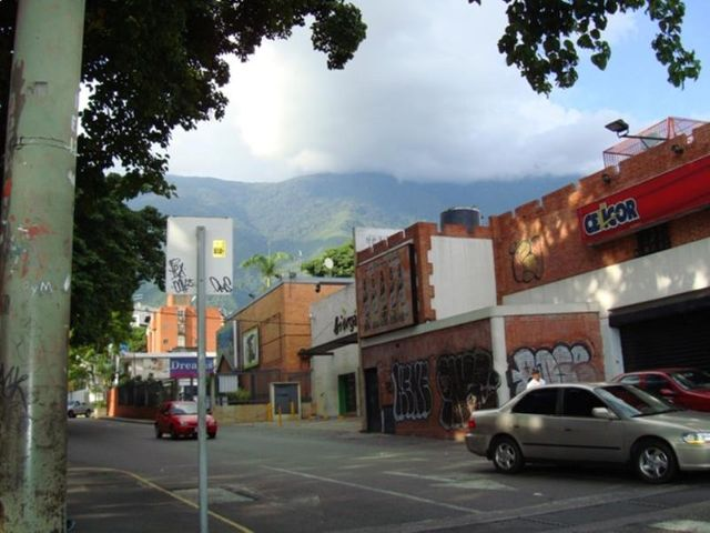 Terreno Distrito Metropolitano>Caracas>La Castellana - Venta:9.649.465.000.000 Precio Referencial - codigo: 15-12147