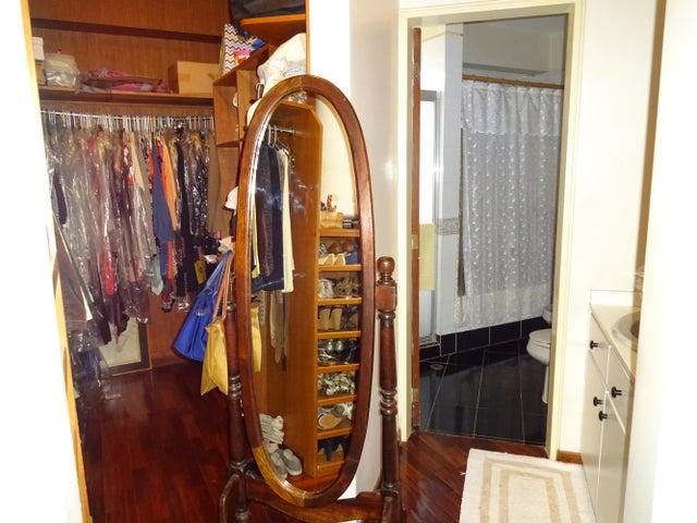 Apartamento Distrito Metropolitano>Caracas>Los Dos Caminos - Venta:196.807.000.000 Precio Referencial - codigo: 15-12512