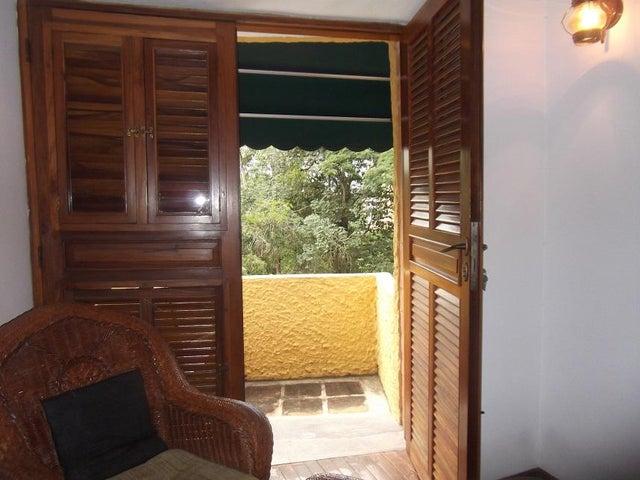 Casa Distrito Metropolitano>Caracas>Miranda - Venta:174.545.000.000 Bolivares - codigo: 15-12371