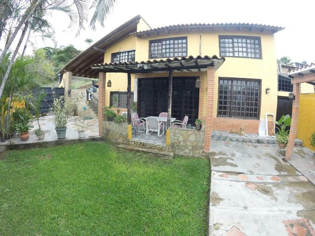 Casa Lara>Barquisimeto>El Pedregal - Venta:104.727.000.000 Bolivares - codigo: 15-12704