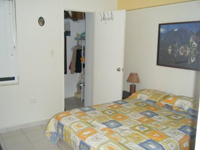 Apartamento Carabobo>Valencia>Los Mangos - Venta:37.000.000 Bolivares Fuertes - codigo: 15-13068