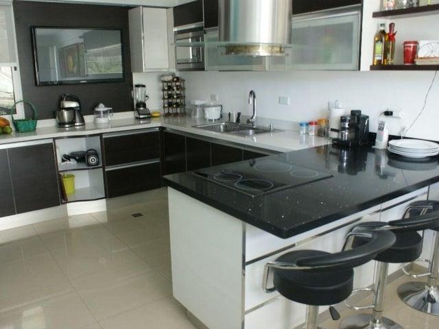 Townhouse Nueva Esparta>Margarita>Avenida Bolivar - Venta:165.000 Precio Referencial - codigo: 15-13130
