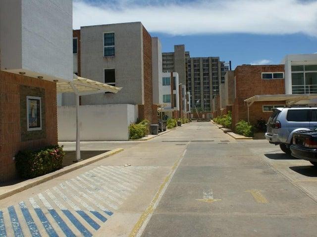 Townhouse Nueva Esparta>Margarita>Avenida Bolivar - Venta:124.139.000.000 Precio Referencial - codigo: 15-13130