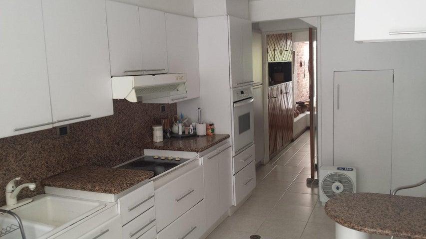 Casa Distrito Metropolitano>Caracas>Caurimare - Venta:74.473.000.000 Bolivares - codigo: 15-13436
