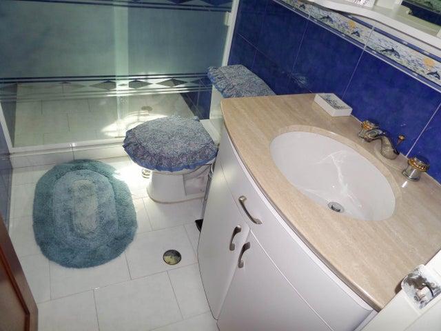 Apartamento Aragua>Maracay>El Bosque - Venta:130.000.000 Bolivares Fuertes - codigo: 15-13378