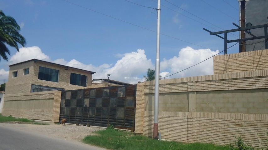Galpon - Deposito Lara>Cabudare>Parroquia Jose Gregorio - Venta:37.898.000.000 Bolivares - codigo: 15-13518