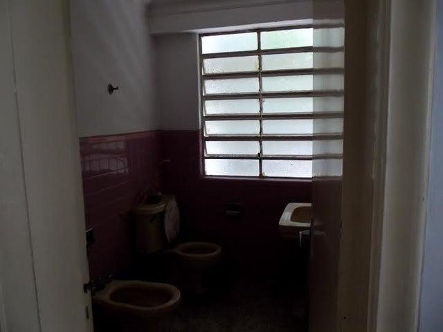 Local Comercial Distrito Metropolitano>Caracas>Santa Monica - Venta:90.234.000.000 Bolivares - codigo: 15-13688