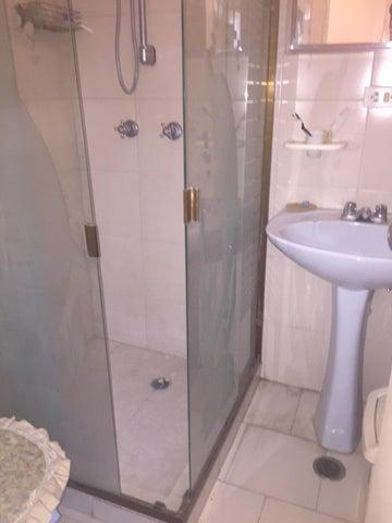 Apartamento Miranda>Guarenas>Nueva Casarapa - Venta:4.153.000.000 Bolivares Fuertes - codigo: 15-13889