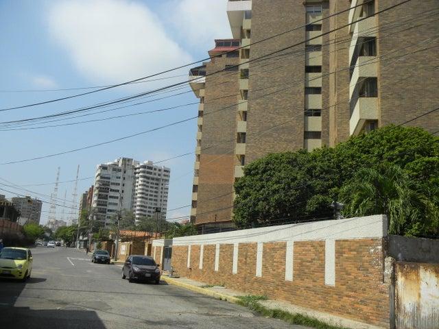 Terreno Zulia>Maracaibo>La Lago - Venta:63.369.000.000 Bolivares - codigo: 15-13891