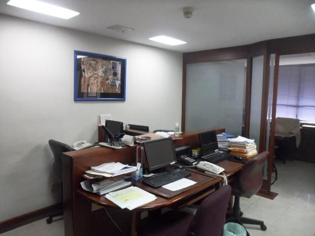 Oficina Distrito Metropolitano>Caracas>Colinas de La California - Venta:111.239.000.000 Precio Referencial - codigo: 15-13943