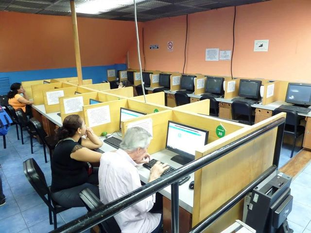 Negocios y Empresas Distrito Metropolitano>Caracas>Caricuao - Venta:10.553.339.000.000 Bolivares - codigo: 15-14118