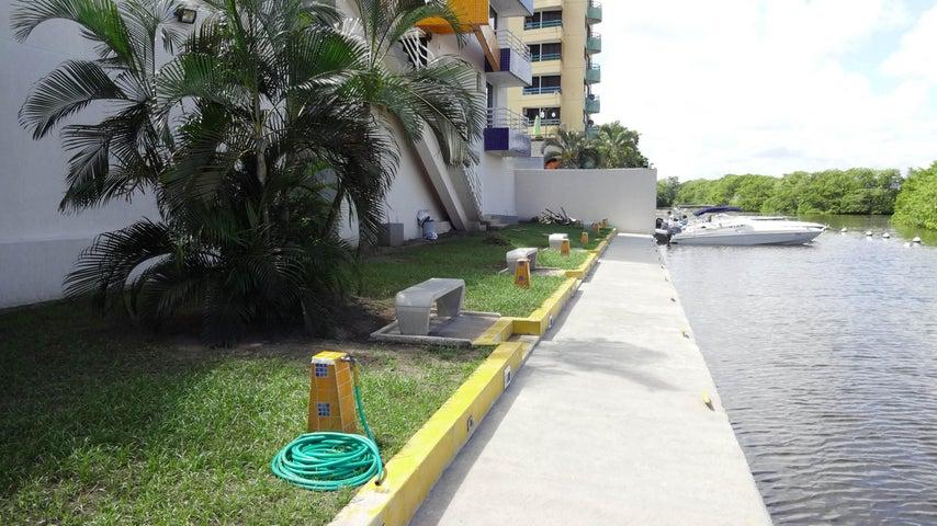 Apartamento Miranda>Higuerote>Puerto Encantado - Venta:50.839.000.000 Precio Referencial - codigo: 15-14096