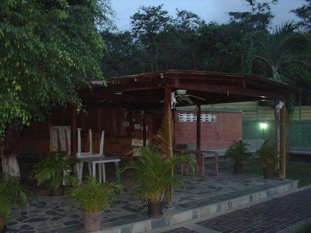 Apartamento Vargas>Parroquia Caraballeda>Los Corales - Venta:14.657.000.000 Precio Referencial - codigo: 15-14130