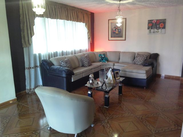 Casa Miranda>San Pedro de los Altos>Villas Trinidad - Venta:60.000 Precio Referencial - codigo: 15-14287