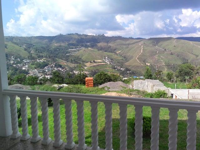 Casa Miranda>San Pedro de los Altos>Villas Trinidad - Venta:13.579.000.000 Bolivares - codigo: 15-14287