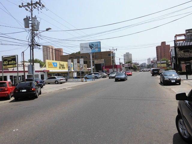Negocios y Empresas Zulia>Maracaibo>Tierra Negra - Venta:273.259.088.000.000 Bolivares - codigo: 15-14324