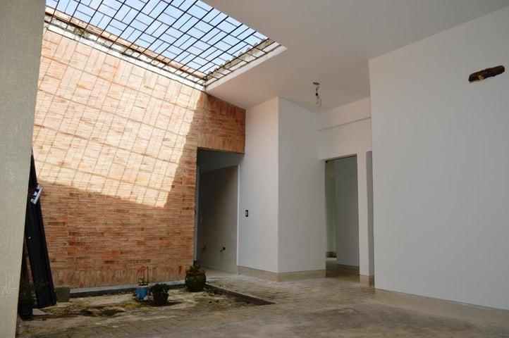 Casa Carabobo>Valencia>Guataparo - Venta:30.000.000.000 Bolivares - codigo: 15-14345
